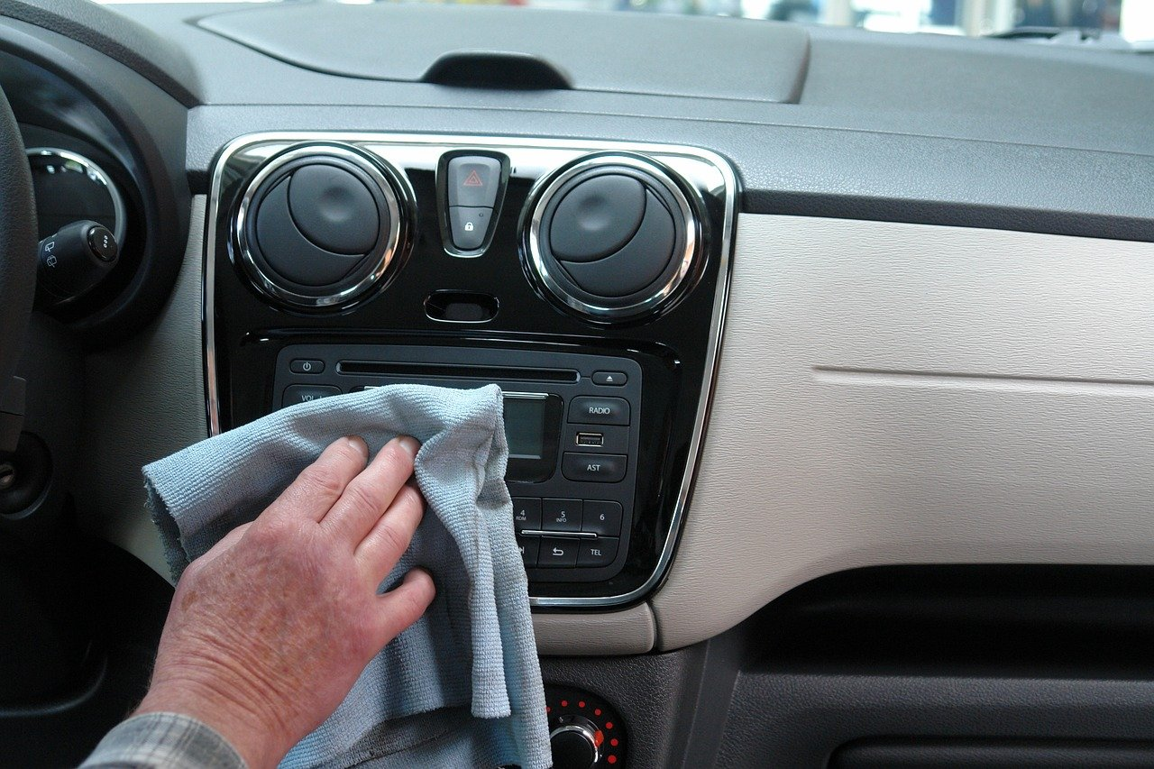 Comment bien nettoyer l'intérieur d'une voiture?